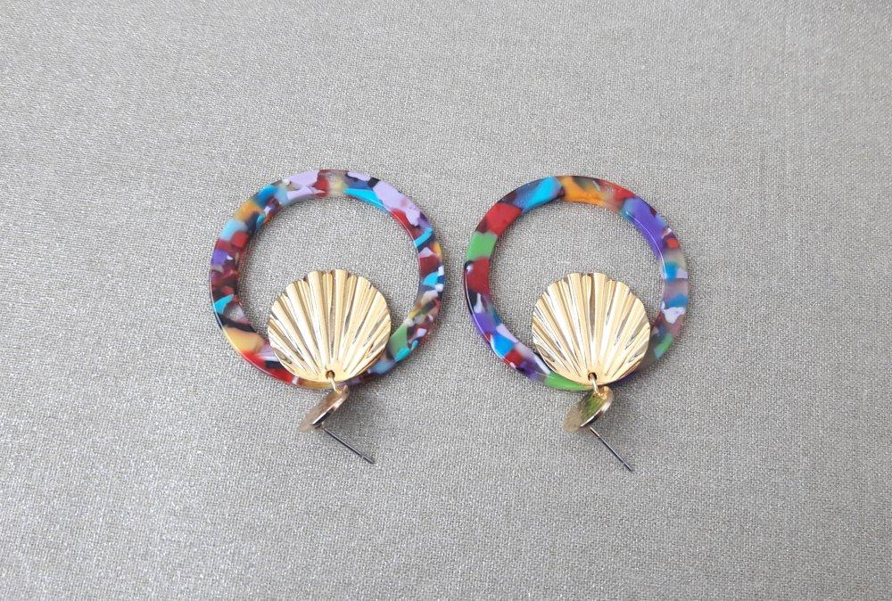 Boucles d'oreilles cercle en acétate écaille de tortue multicolore et coquillage doré