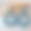 Boucles d'oreilles (petit modèle) créoles perles bleu vintage clair en résine - esprit vintage