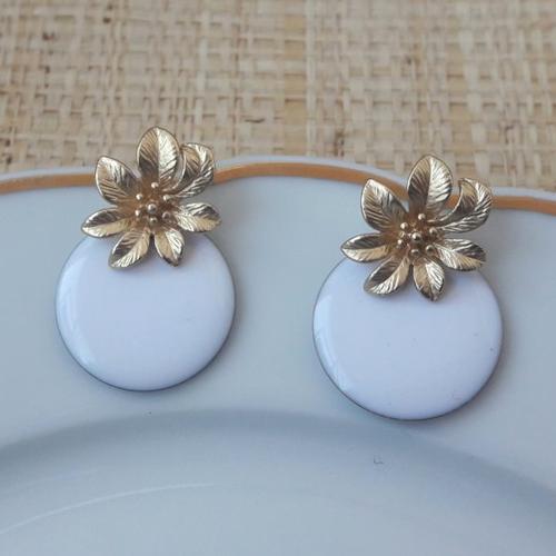 Boucles d'oreilles mini nina - sequin rond blanc et clou fleur - esprit vintage