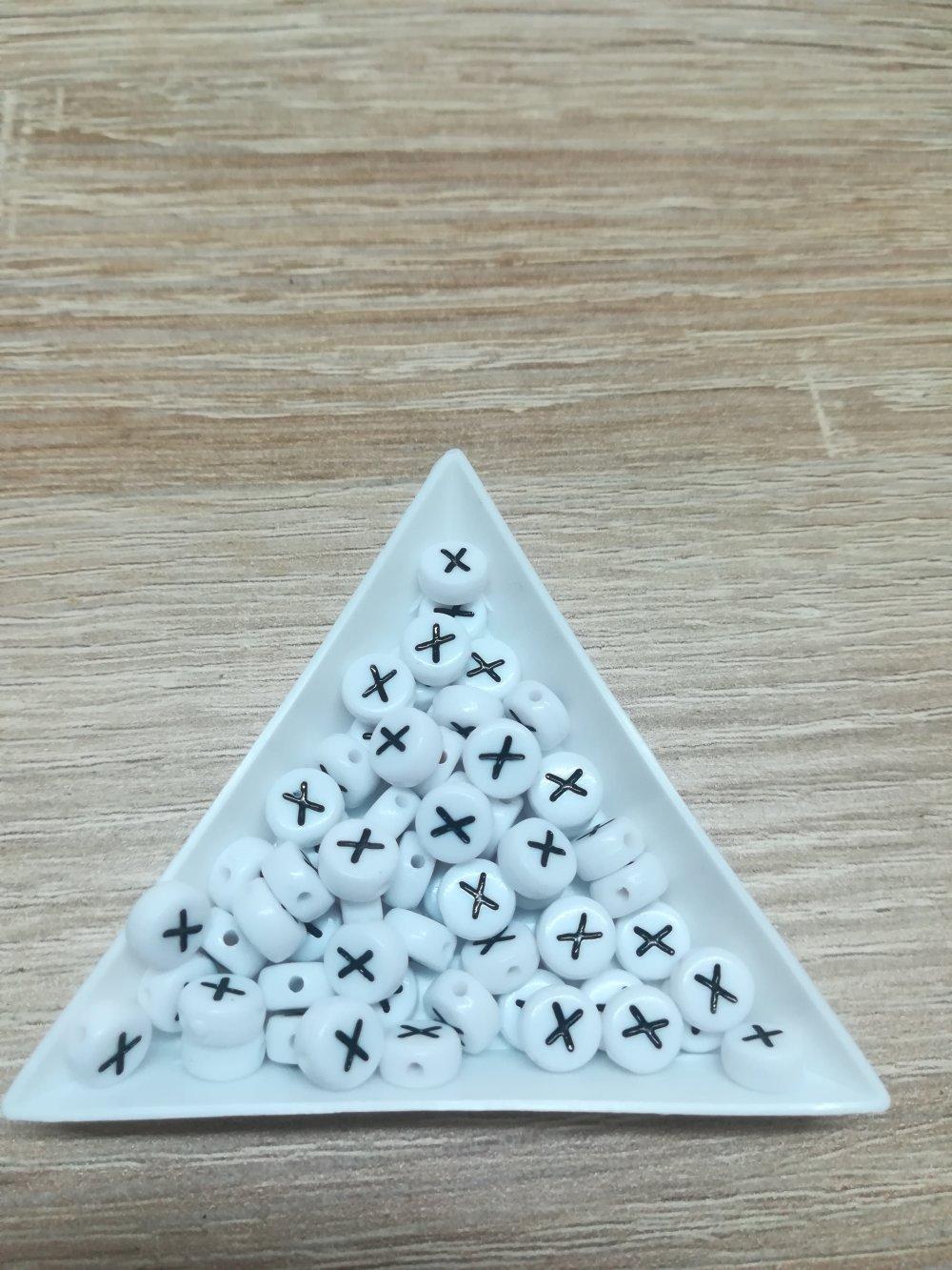 l lot de 10 perles lettres X en acrylique