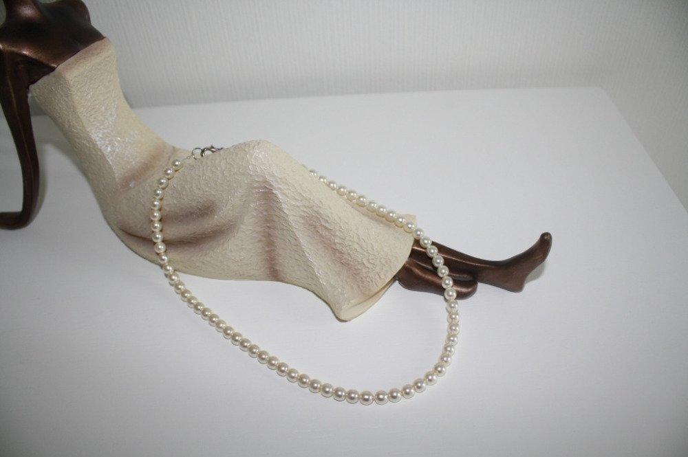 Collier en perles nacrées