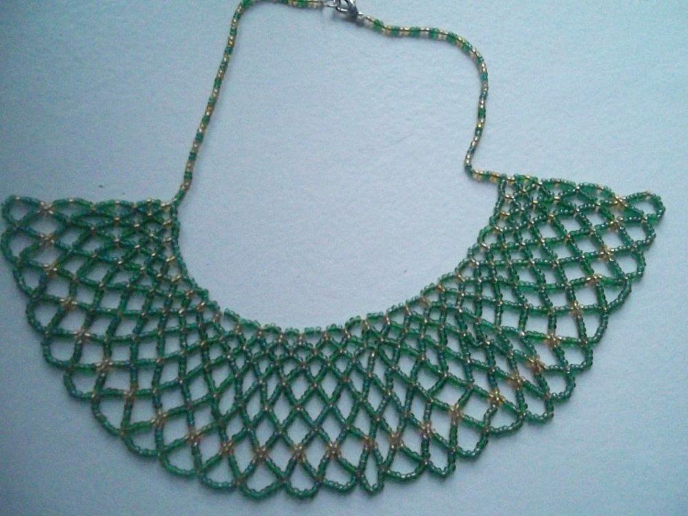 collier plastron en perles