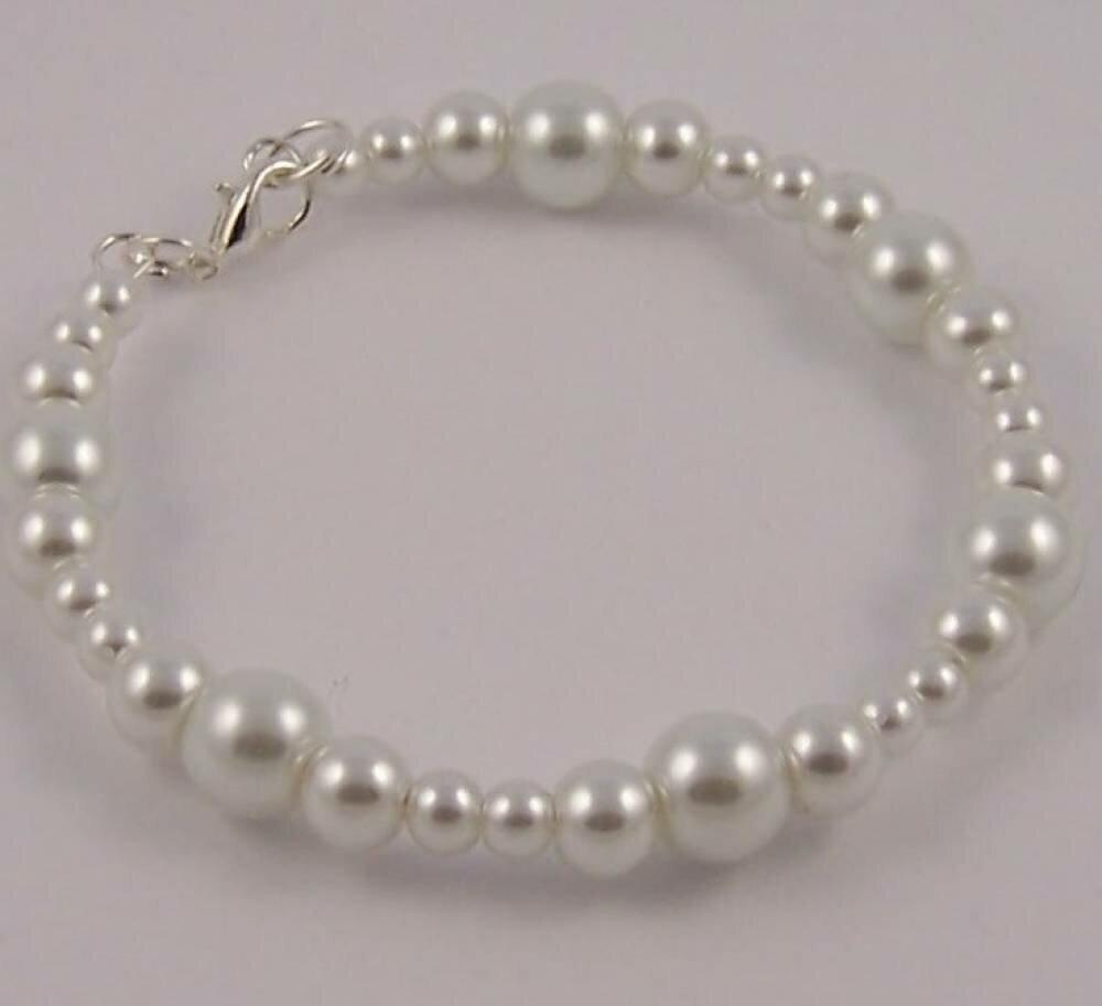 Bracelet pour mariée et ou demoiselle d'honneur rigide avec perles blanches de differentes tailles