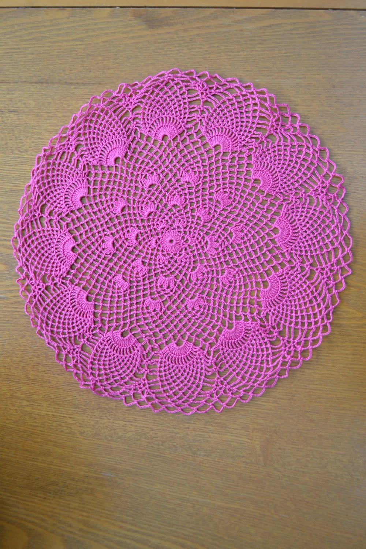 Fait main Napperon rond 37 cm, rose, réalisé au crochet avec du coton fin.