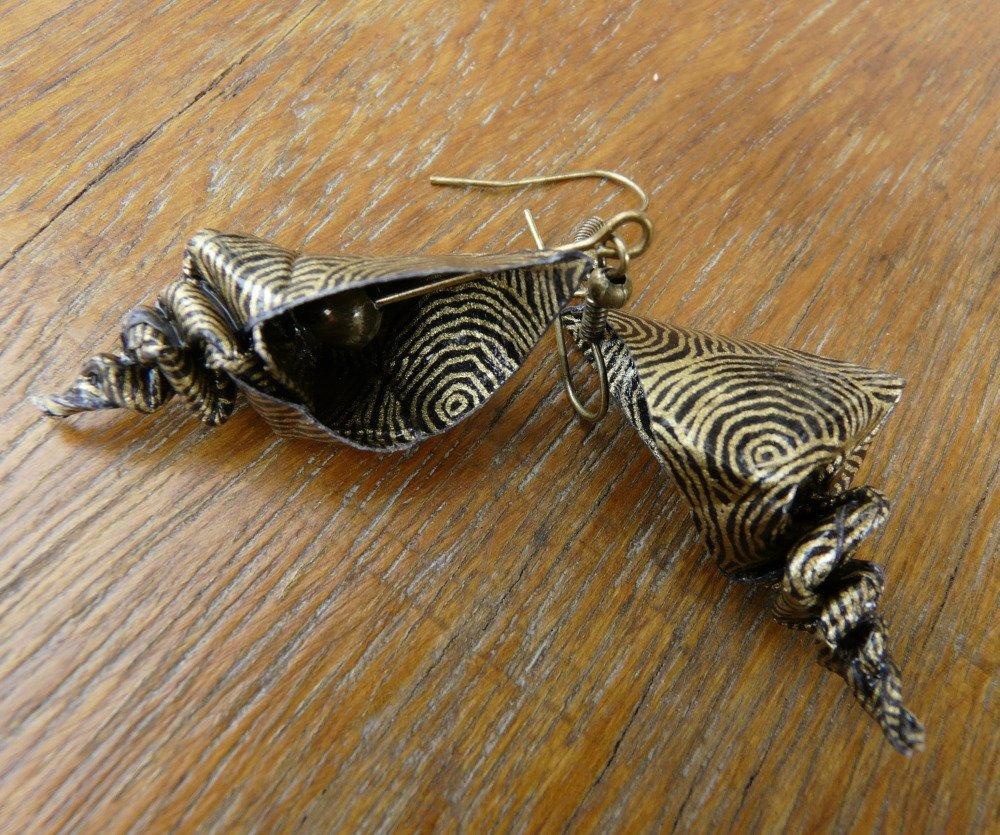 Boucles d'oreilles origami coquillage colimaçon papier noir et or