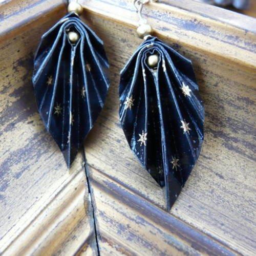 Boucles d'oreilles origami feuilles plumes papier noir et or étoilé