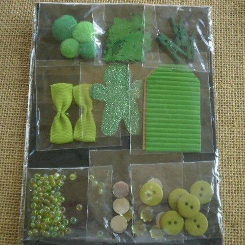 Assortiment d'embellissements thème noël pour le scrapbooking , tons vert