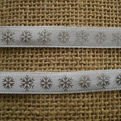 Deux mètres de ruban en synthétique , coloris blanc , motifs flocons argentés , largeur 10 mm