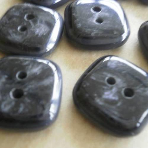 Lot de 2 boutons carrés en plastique ,  coloris  gris foncé marbré  , taille  16 mm
