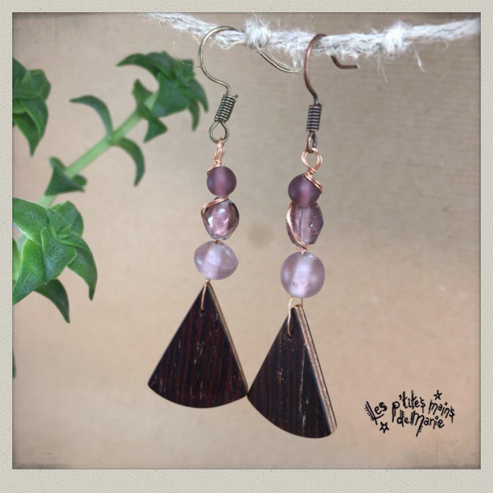 Boucles d'oreilles en bois (palissandre) et perles en verre prune