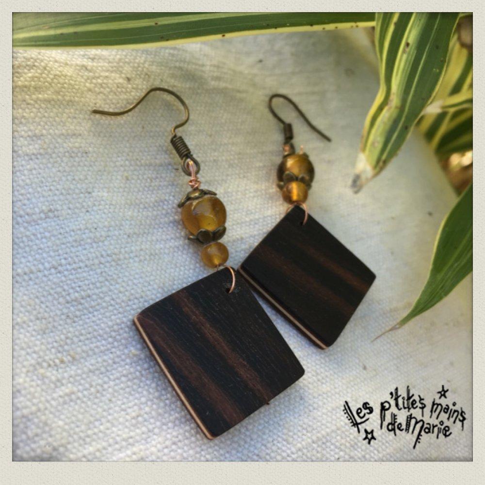 Boucles d'oreilles en bois (palissandre) et perles en verre ambre