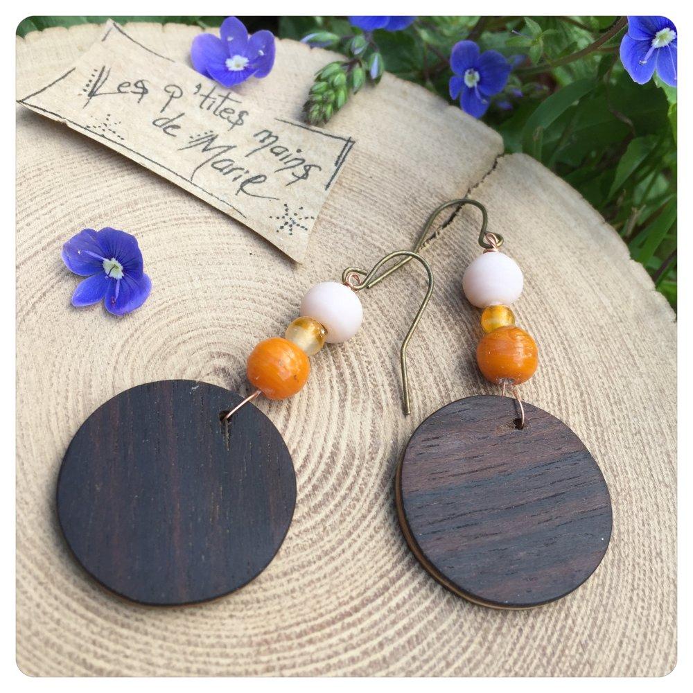 Boucles d'oreilles en bois (palissandre ) et perles en verre orange et beige