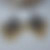 Boucles d'oreilles gouttes en verre à facettes jaune moutarde et breloque losange en métal gris argenté, bijoux bohème