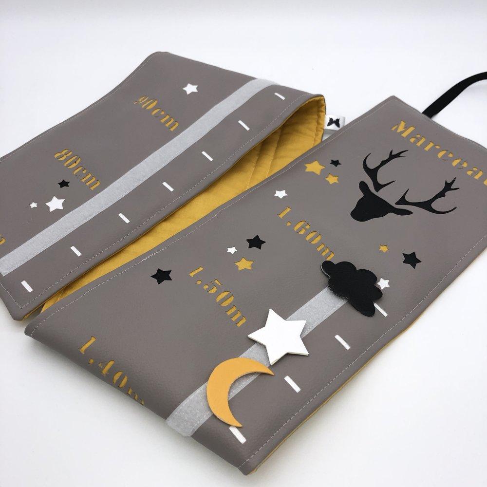 toise, cerf, blanc jaune noir et gris, décoration chambre bébé, cadeau de  naissance.