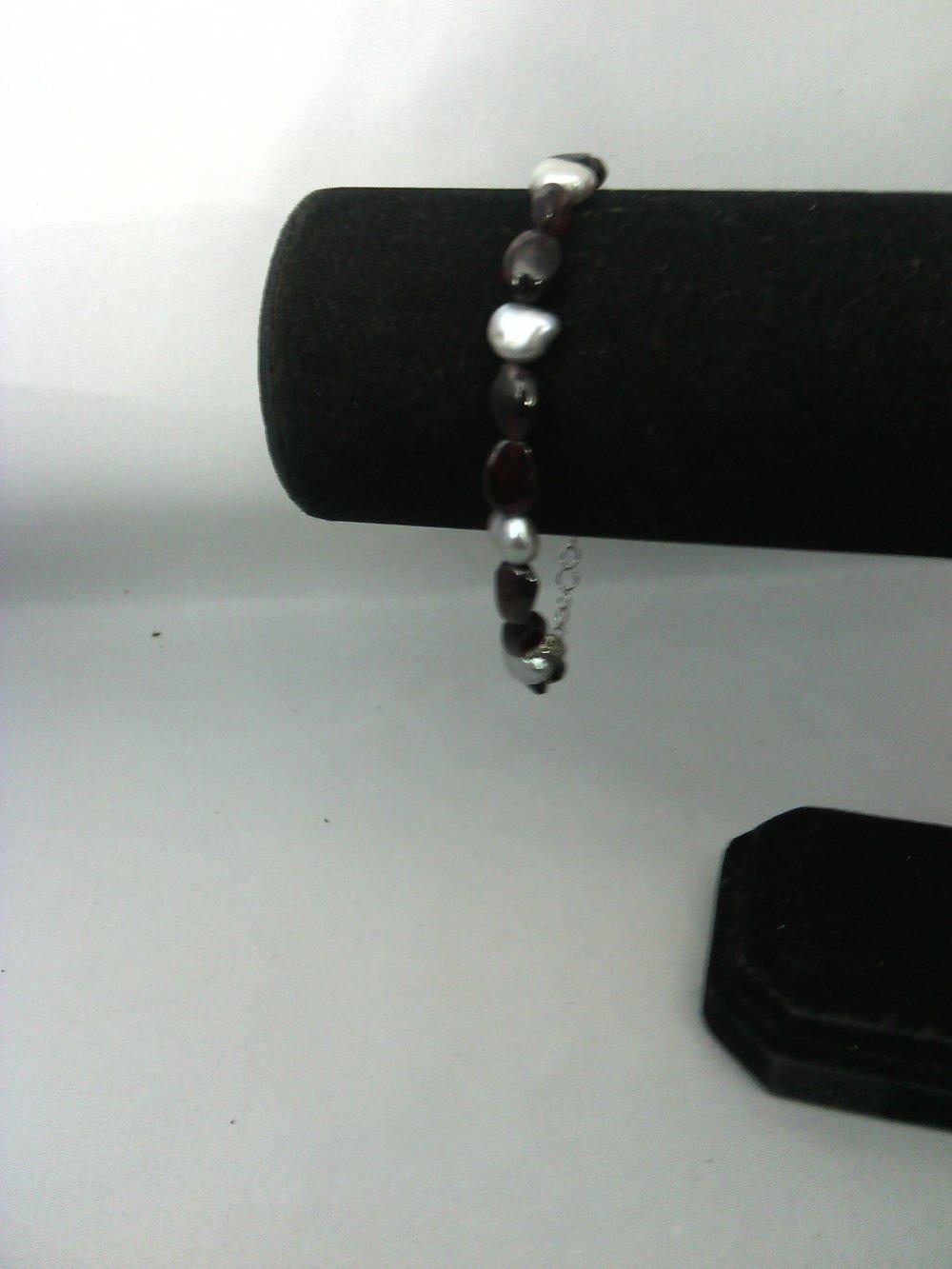 bracelet grenat almandin et perles d'eau douce grises