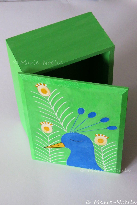 Boîte décorée Paon