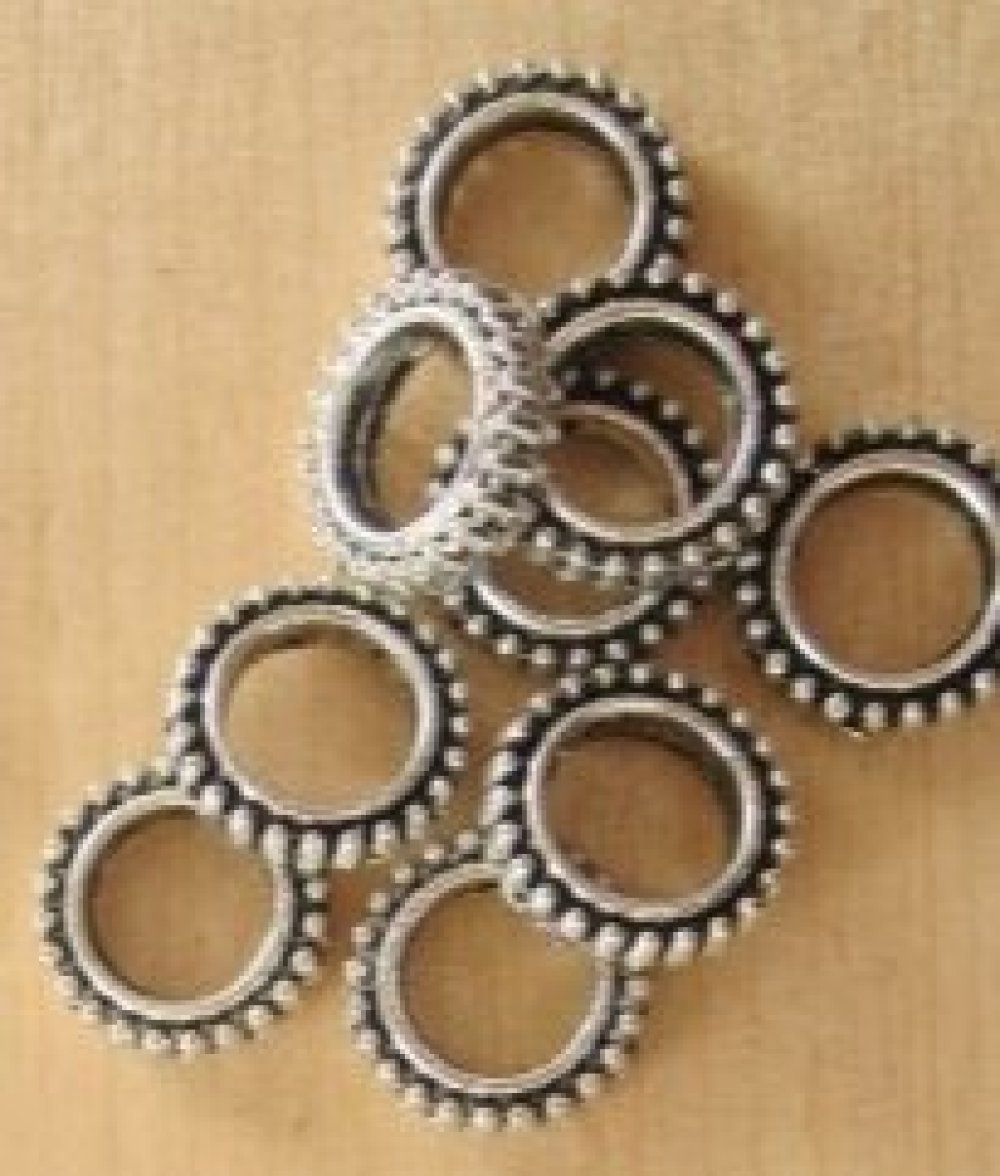 jolis anneaux intercalaires ronds argenté ouvragé