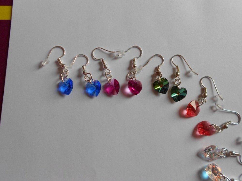 """Lot de 2 paires de boucles d'oreilles """" cœurs cristal """"  au choix."""