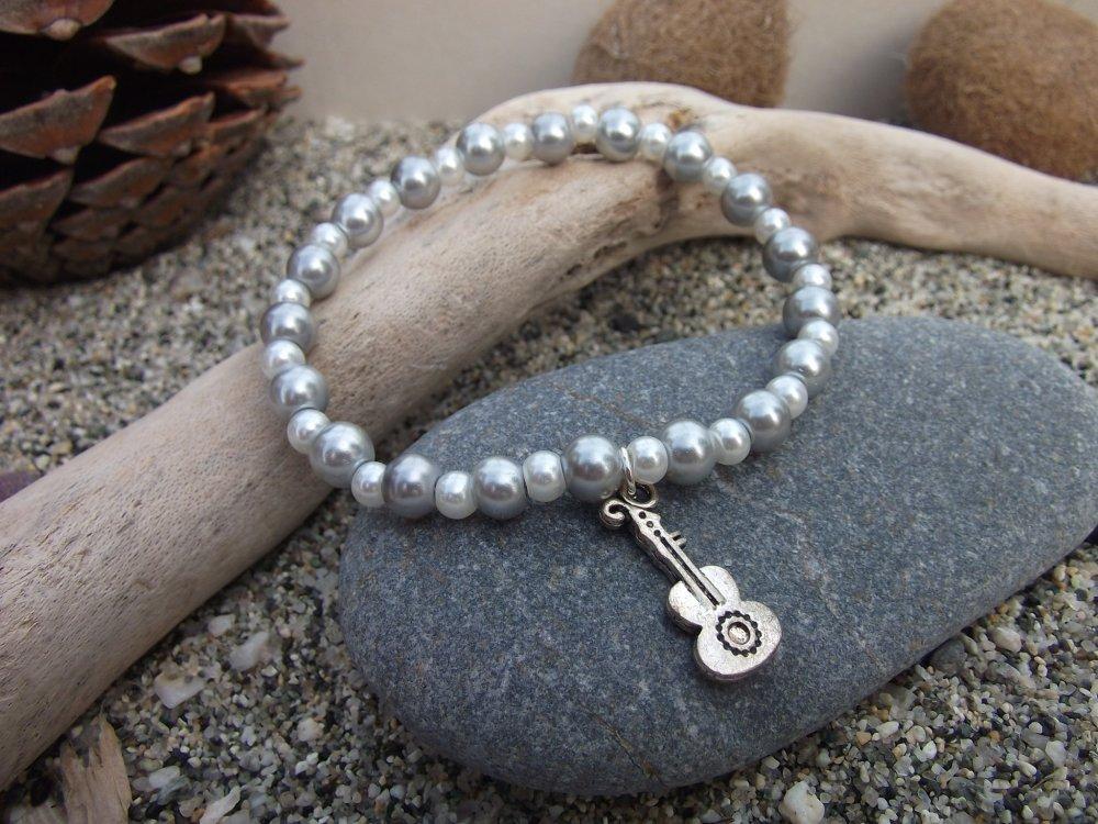 Bracelets perles et breloques variées