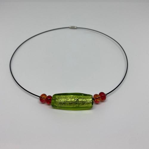 Collier tour de cou rigide vert