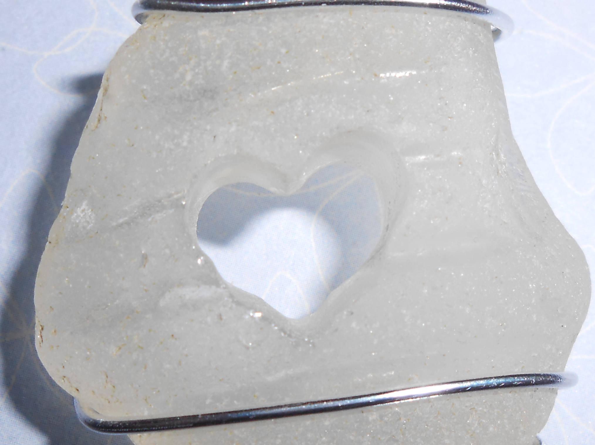 Pendentif en verre poli par la mer