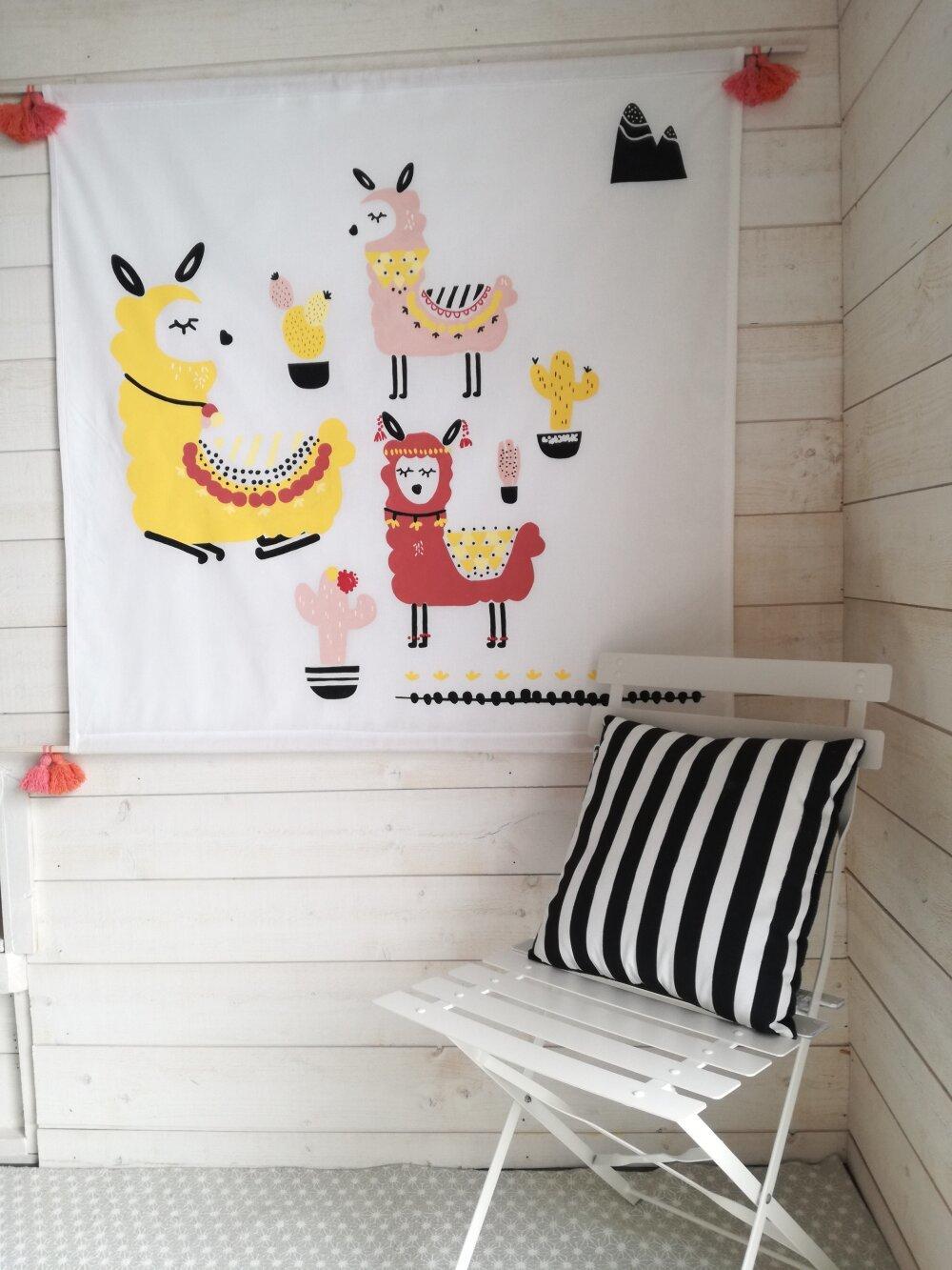 Tenture murale, décoration enfant, lama, cactus, rose et jaune pastels