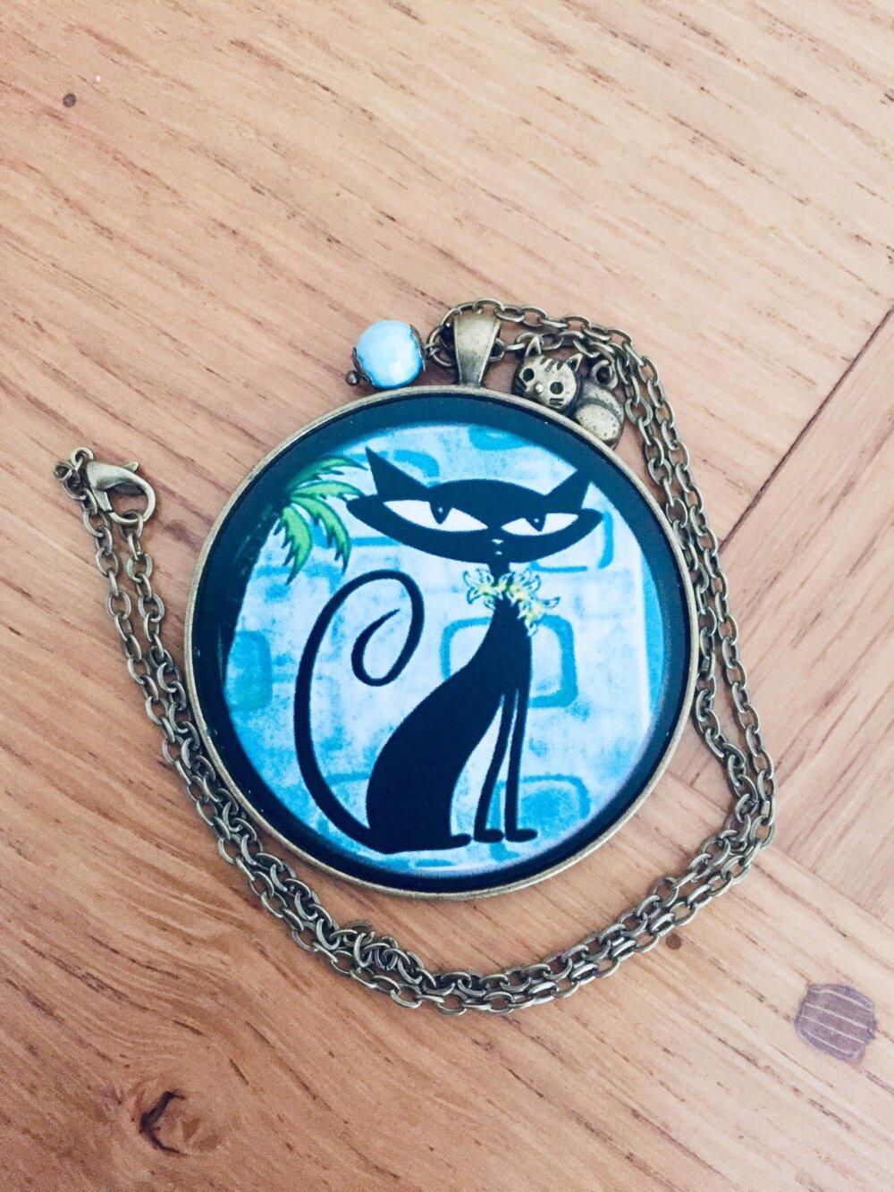 Superbe collier court grand médaillon le chat noir