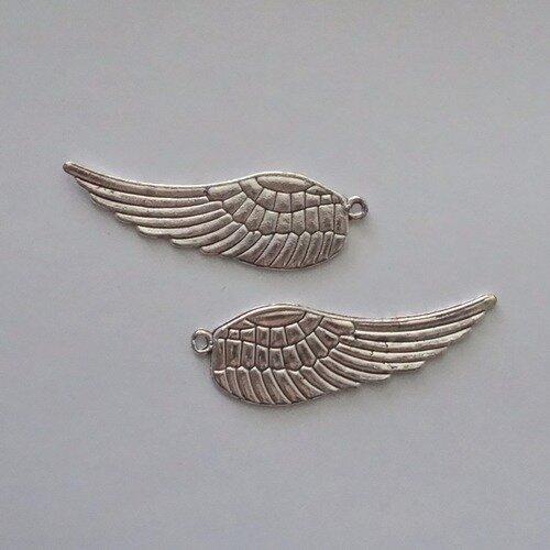 breloques :   2x  grande aile couleur argent 50x15 mm