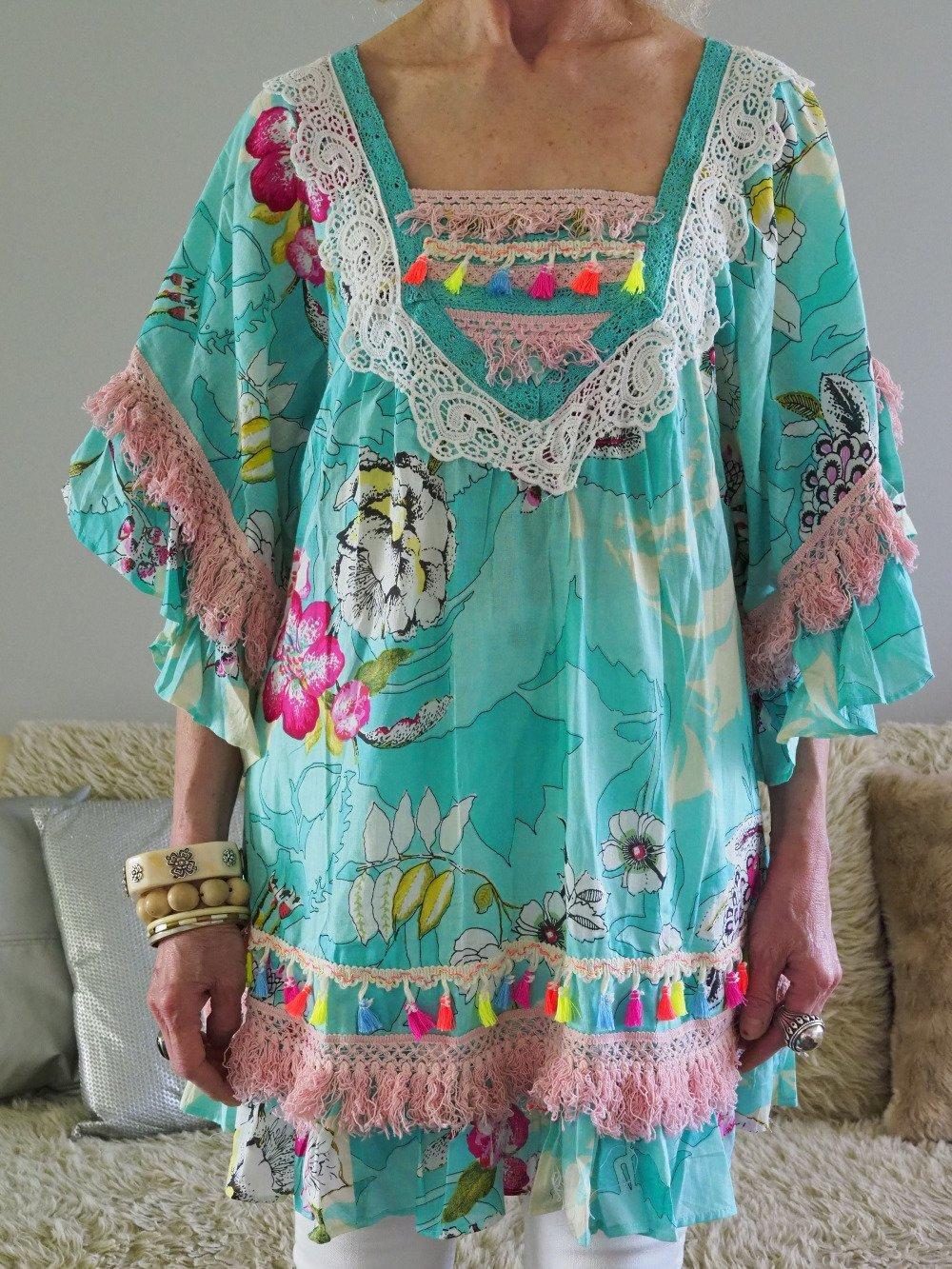 tunique boème vintage florale, chemise dentelle franges hippie chic mode festival, blouse coton fleuri dentelle style festival folk