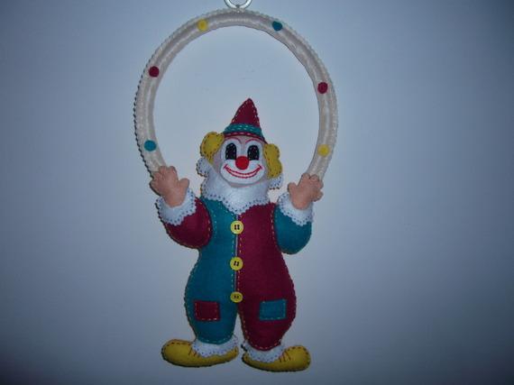 mobile clown tout en feutrine avec cerceau