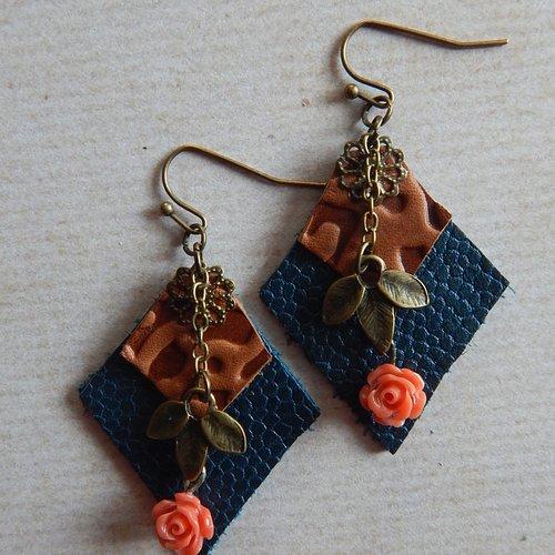 Boucles d' oreille en cuir, breloques et perles.