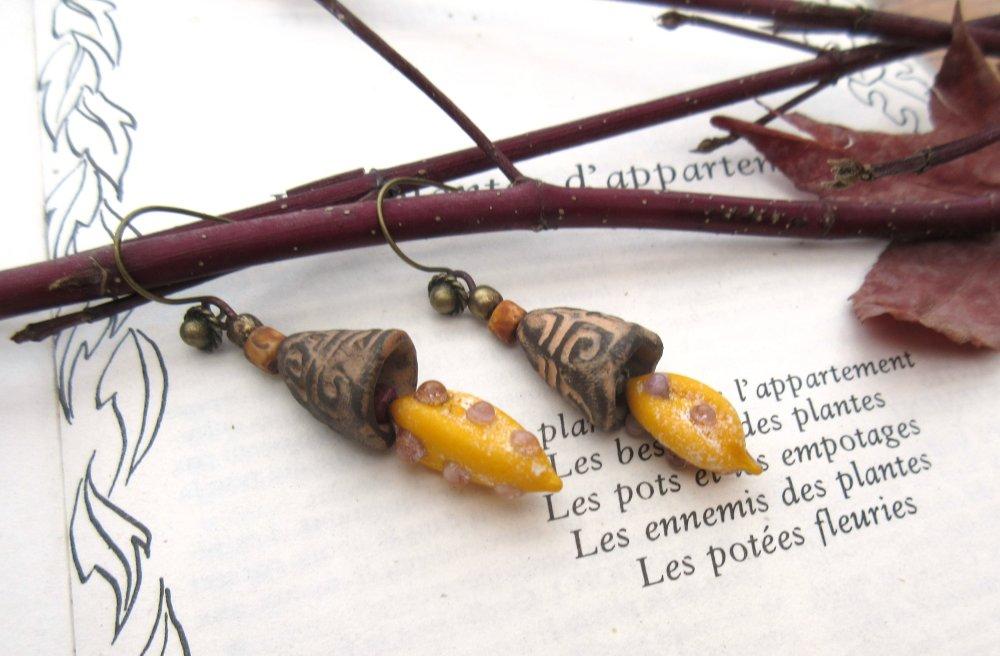 VENDU .....Des Rythmes d'Or : voici les boucles d'oreille baroques élégantes avec perles headpins lampwoks artisanales. !!!!!