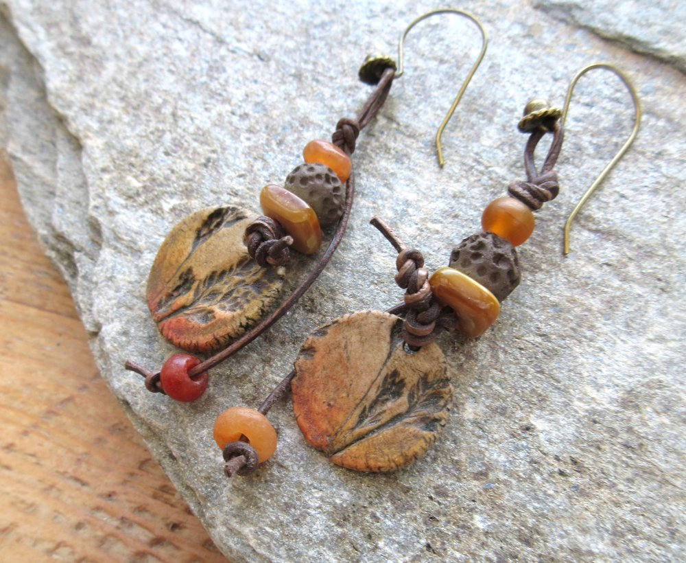Murmures Des Feuilles : boucles d'oreille bucoliques et natures avec perles en porcelaine avec plantes imprimées...