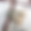 Passeport pour une légende : boucles d'oreille un rien asymétriques avec disques sablés en céramique artisanale...