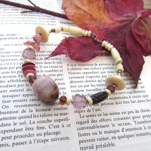 Des respirations : un bracelet nomade, éclectique et semi-rigide avec perle jaspe mokaite , perles en os ........