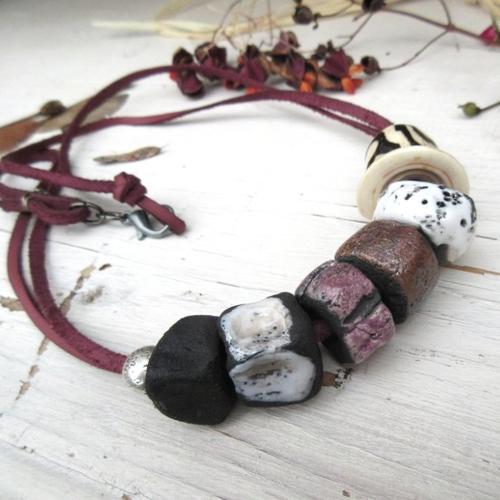 Rumeurs des bois : un collier minimaliste et unisexe , ethnique avec perle os batik et céramique artisanale raku ...