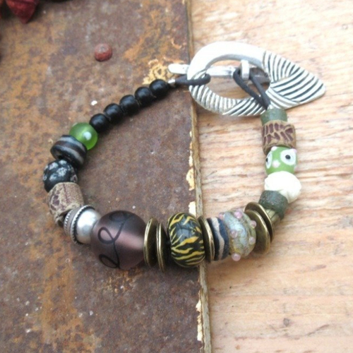 Le champ des possibles !!!!  pour ce bracelet boho chic citadin avec ravissantes perles en verre ....