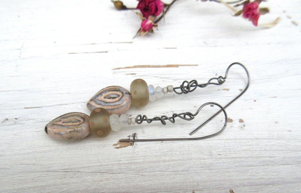 Des Douceurs Du Matin: Des boucles d'oreille essentielles, citadine et chics avec pierre de lune