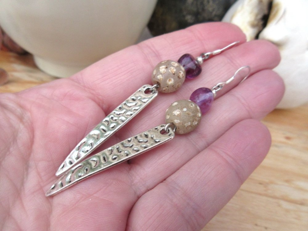 """Gouttes De Bonheur !!!! : des boucles d'oreille natures, zen et tribales avec perles anciennes de Venise """"African Trade Beads"""" ..."""