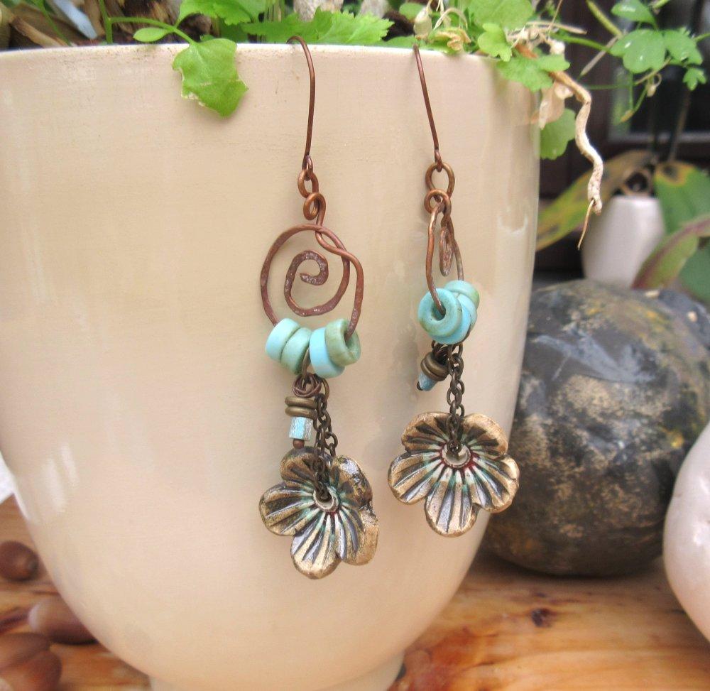 Brins De Lutins : des boucles d'oreille natures, particulières avec céramiques fleurs artisanales ...