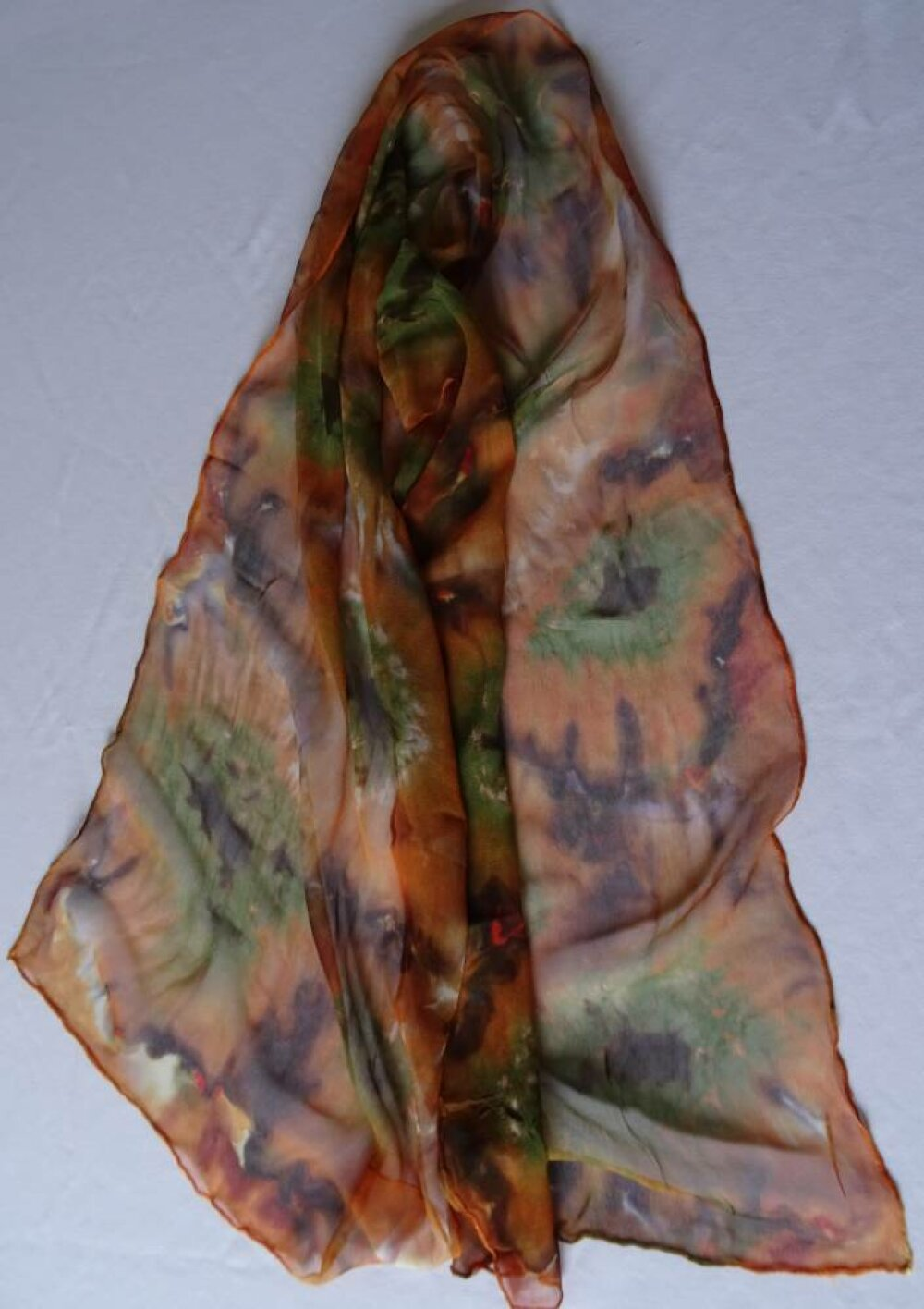 Mousseline de soie de couleur marron, noir, vert