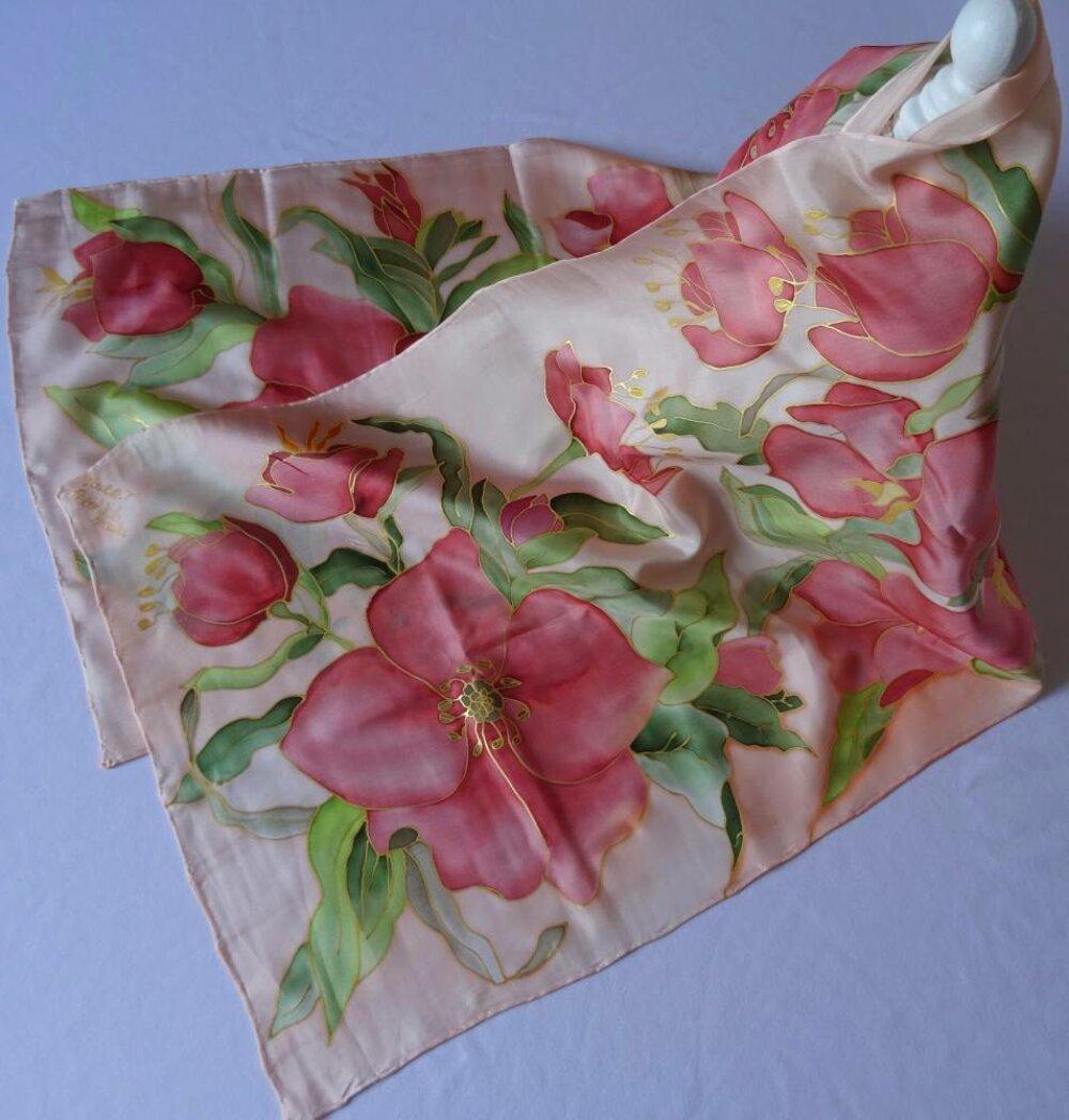 Écharpe en soie avec des fleurs