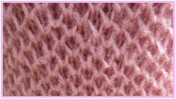 Magnifique pull rose tricoté main au point nid d'abeille