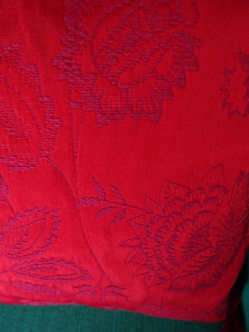 Housse de coussin rectangulaire en boutis rouge , glands , zip , contemporain , classique ;