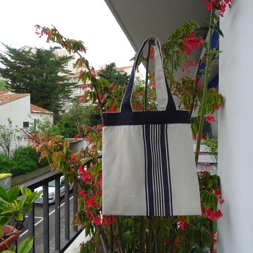 Tote bag , couleur kraft , rayures noires , toile fine , pratique , unisexe , poches intérieures , moderne ;