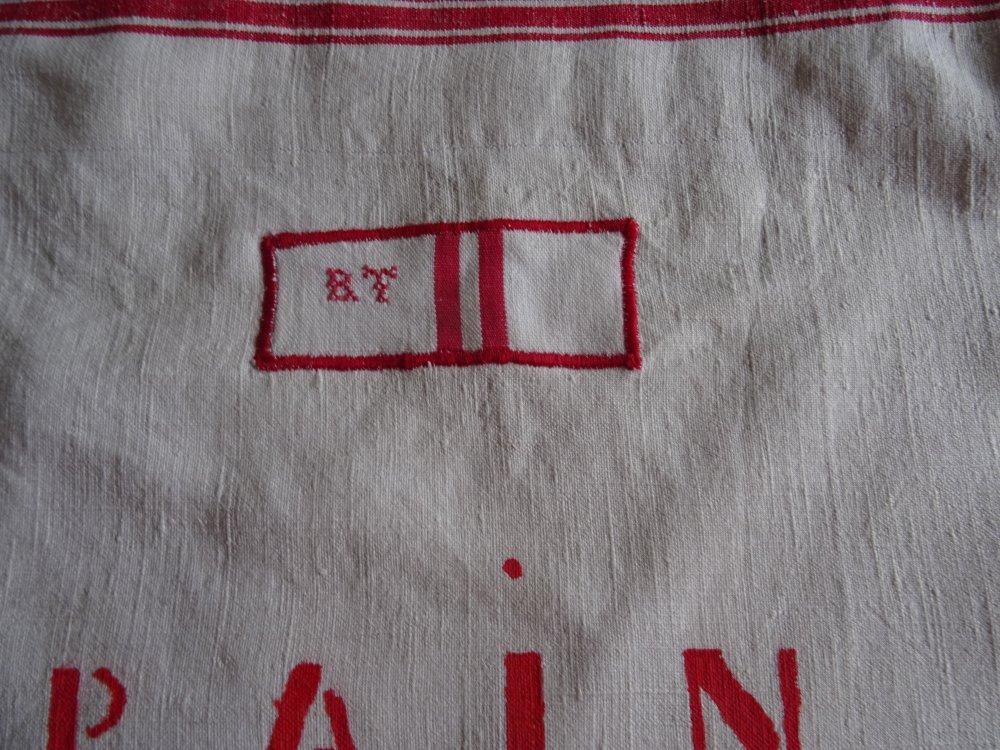 Sac à pain , réalisé dans un torchon ancien , en toile de lin écru  rouge , rustique , vintage ;