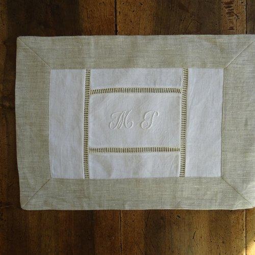 Set , napperon , dessus de plateaux , patchwork de serviettes damassées  anciennes , monogramme et lin , vintage ;