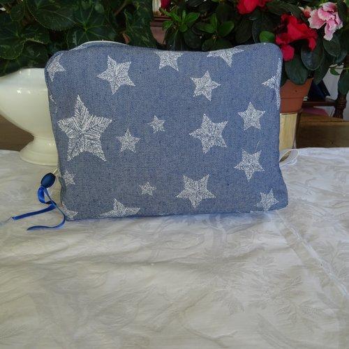 Trousse de toilette pour enfants en tissu bleu  , imprimé d'étoiles , doublé coton enduit , cadeau naissance ;