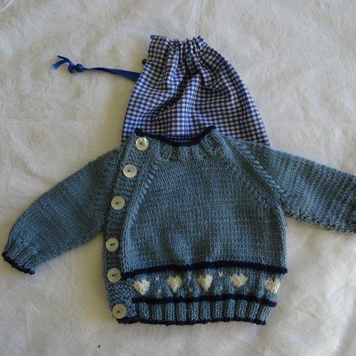 Brassière   bébé , naissance , 3 mois , bleu , jacquard : petits coeurs ;  son pochon   pouvant être personnalisé , cadeau  naissa