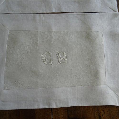 2 sets de table en lin blanc , monogramme brodée  , pour un tête à tête , raffiné !